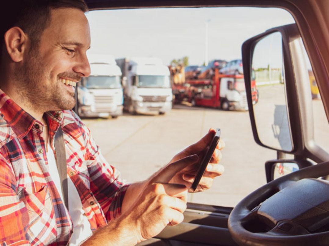 Transformação digital nas estradas: como a vida de caminhoneiro mudou com a tecnologia